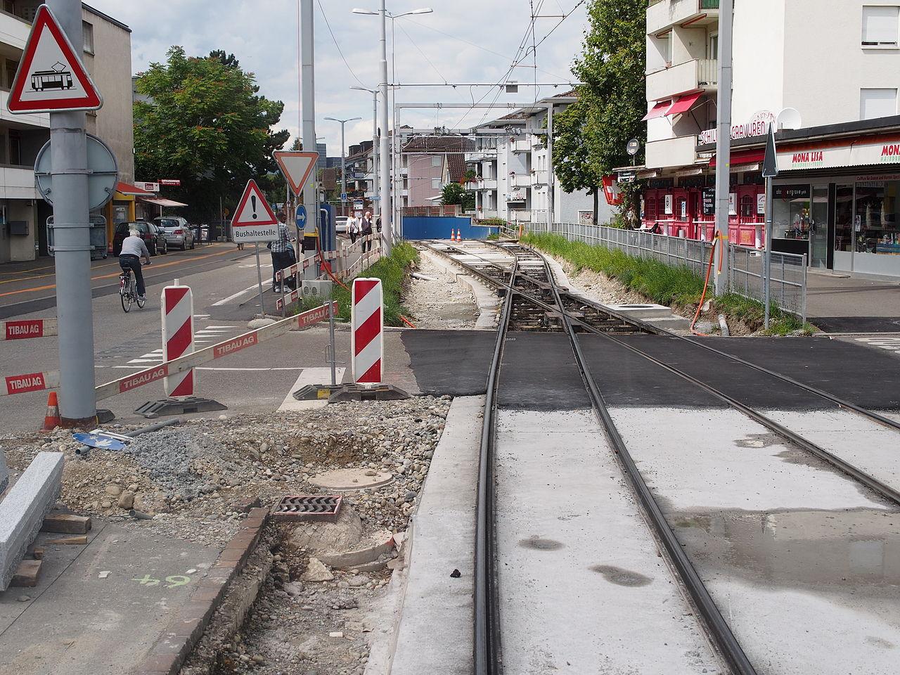 1280px-Schwamendingen-Mitte_Tramtunnel_2_2014-08-24.JPG
